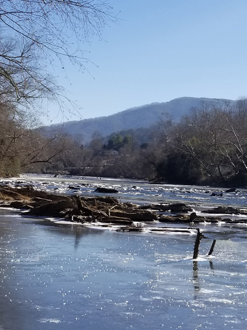 winter-fly-fishing-guided-trips-tuckasegee-river.jpg